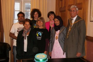Ealing Fairtrade Group present cake to Mayor